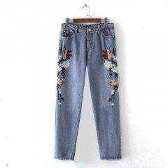 Джинси жіночі з вишивкою Mom Jeans Flowers Berni Fashion (M) Синій (54478)