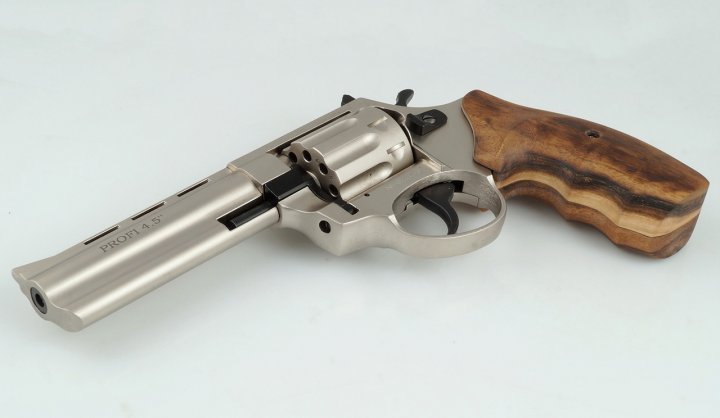 Револьвер Zbroia PROFI 4.5″ (сатин/бук) - изображение 1