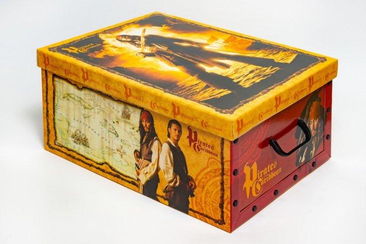 Коробка картонная с пластиковыми ручками Evoluzione 40 х 50 х 25 см Пираты Карибского моря (23) - зображення 1