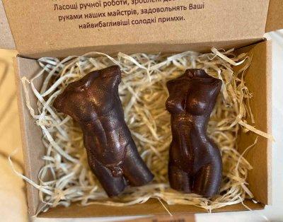 Шоколадный набор Ковальня шоколаду Торсы мужской и женский из черного шоколада 141 гр (К05)