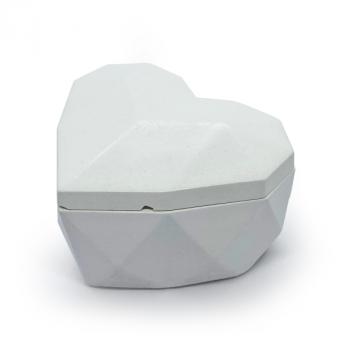 Соевая арома-свечка в бетонном кашпо OSOKA Petals Heart 8х5 см (0014)