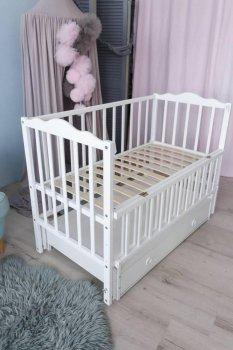 Детская кроватка Кузя с откидными бортиками и ящиком Анастасия белая 106.4