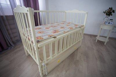 Дитяче ліжечко Ангеліна Кузя, з шухлядою та відкидною боковинкою натуральний колір 103.1