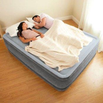 Полутороспальная надувная кровать Intex 67768 (1.37 x 1.91 x 33 см) Comfort-Plush Airbed + Встроенный электронасос 220В