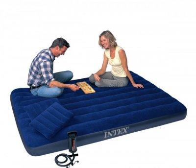 Надувной матрас 137 х 191 х 25 см Intex с двумя подушками и ручным насосом Синий (D-2019090622)