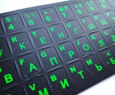 Наклейка на клавиатуру Cndaiultx Русский/Английский не стирающая зеленые буквы черный фон