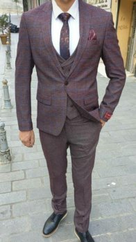 Мужской классический костюм тройка оттенка марсала