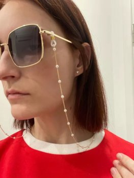 Цепочка для очков Oxa золотистая с белыми бусинами 73 см