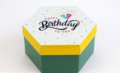 Подарункова коробка Шестигранна C днем народження Arivans 20х17х10 см зелена 31-071