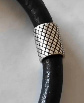 Кожаный шнурок на руку со вставками из серебра SilverArtisan 0.909-4 20 размер