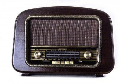 Ретро радіо (приймач) Daklin RP-050A «Європа», дерево, горіх