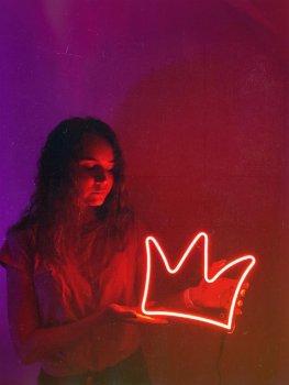 Неонова вивіска «Корона»